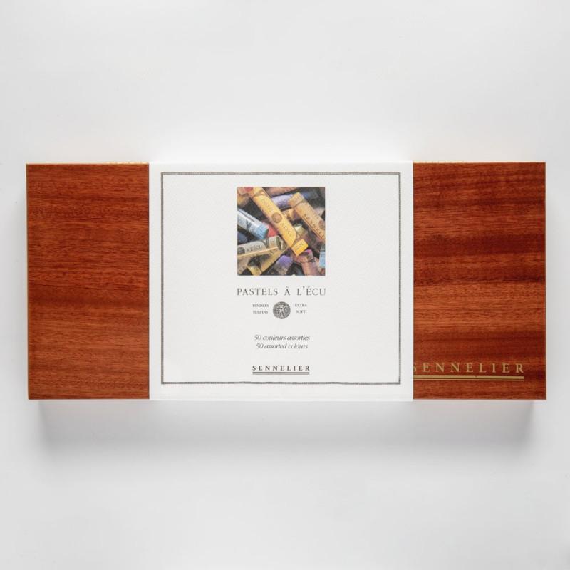 Coffret en bois garni de 50 pastels assortis à l'écu